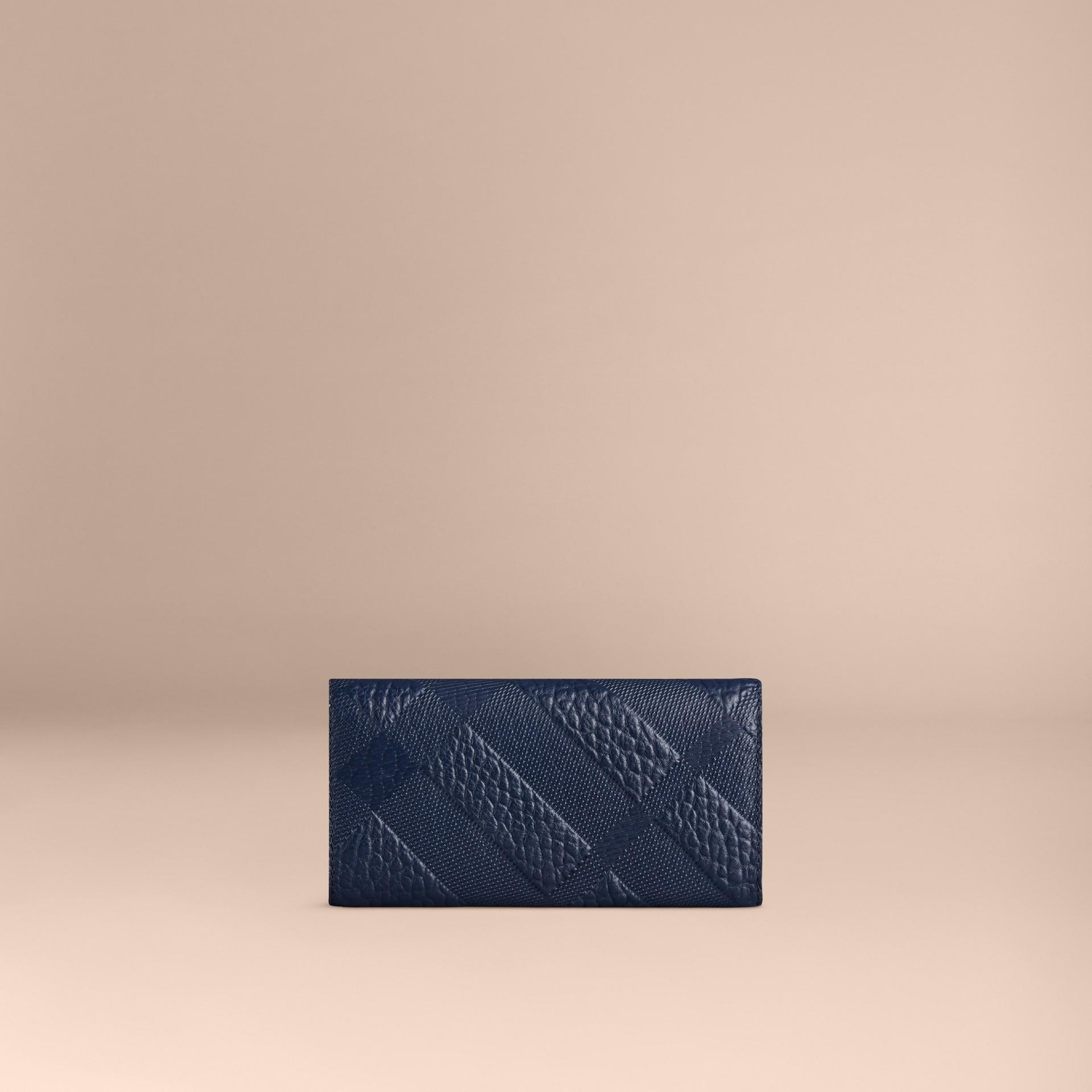 Bleu carbone Portefeuille continental en cuir à motif check estampé Bleu Carbone - photo de la galerie 3