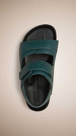 Sandales en cuir grené