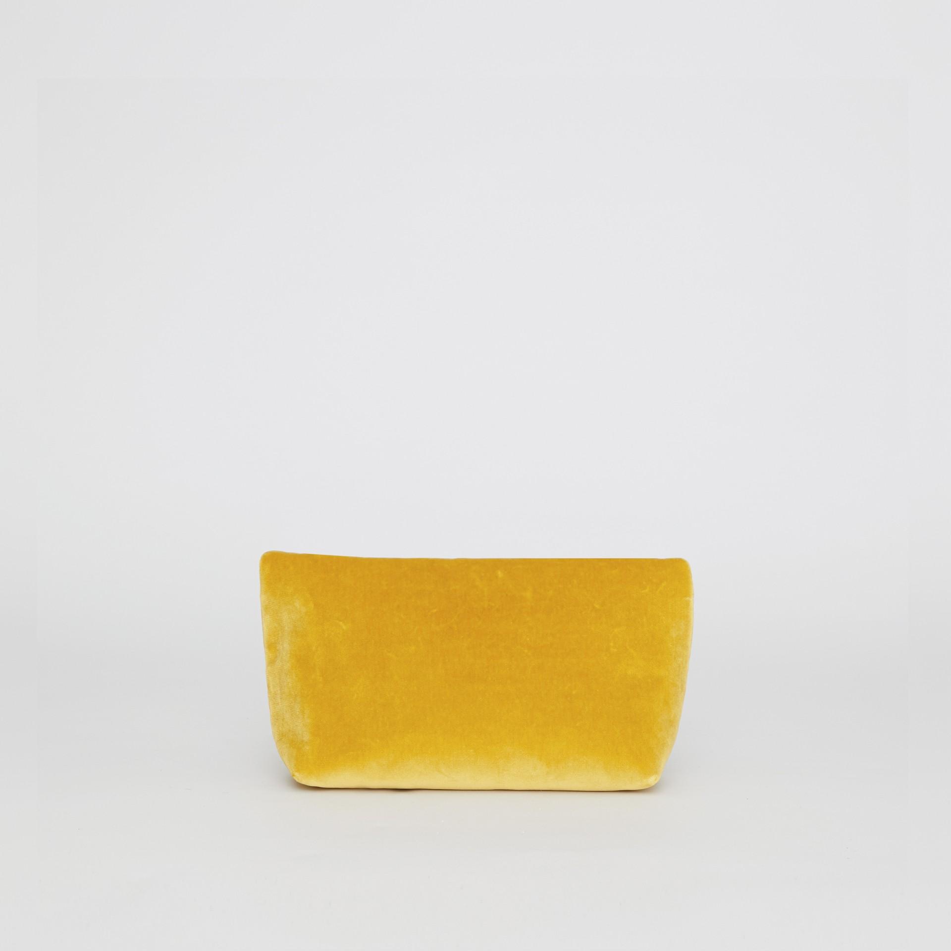 Бархатная сумка Pin Clutch, компактный размер (Желтая Лиственница) - Для женщин | Burberry - изображение 4