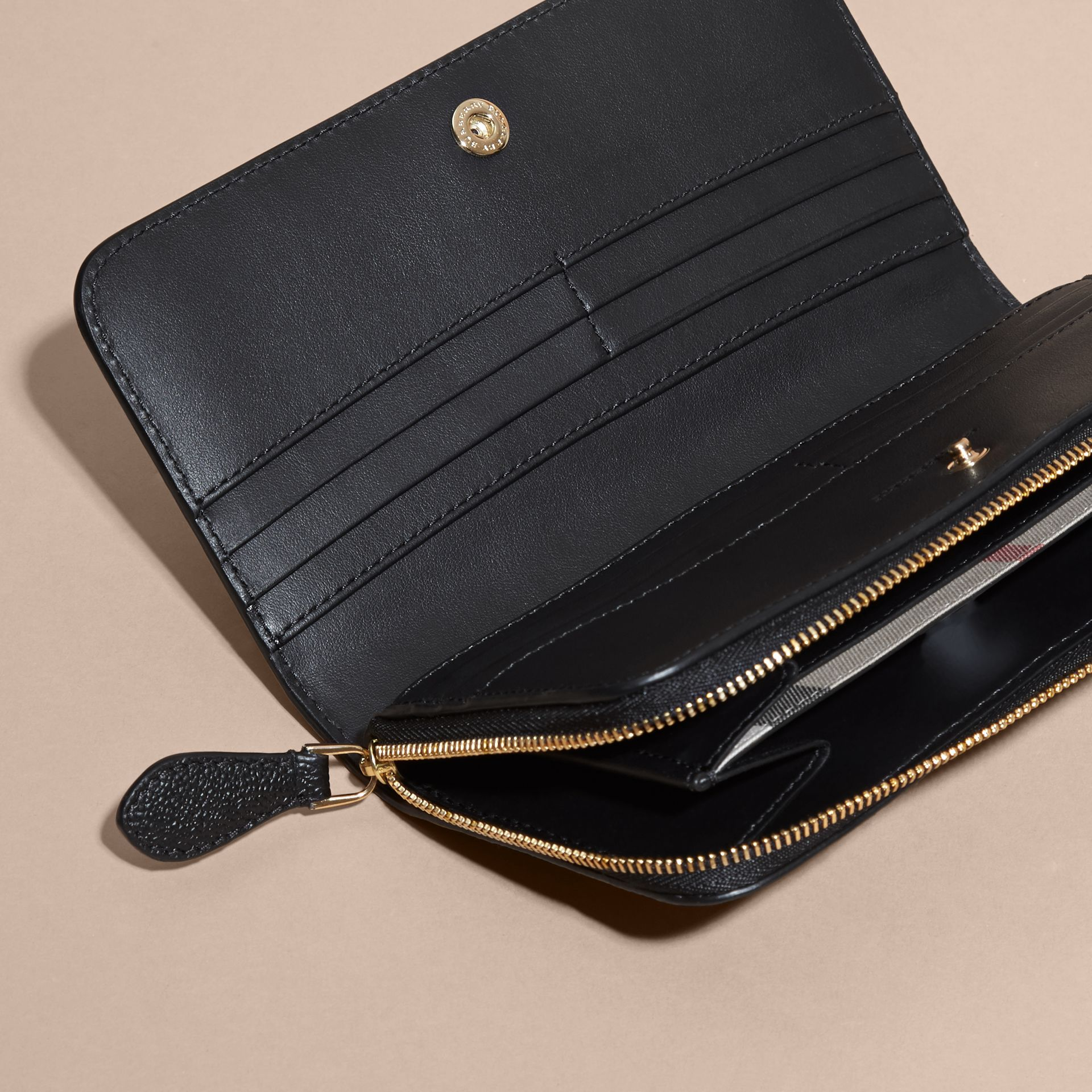 Grainy Leather Ziparound Wallet in Black - Women | Burberry Hong Kong - gallery image 5