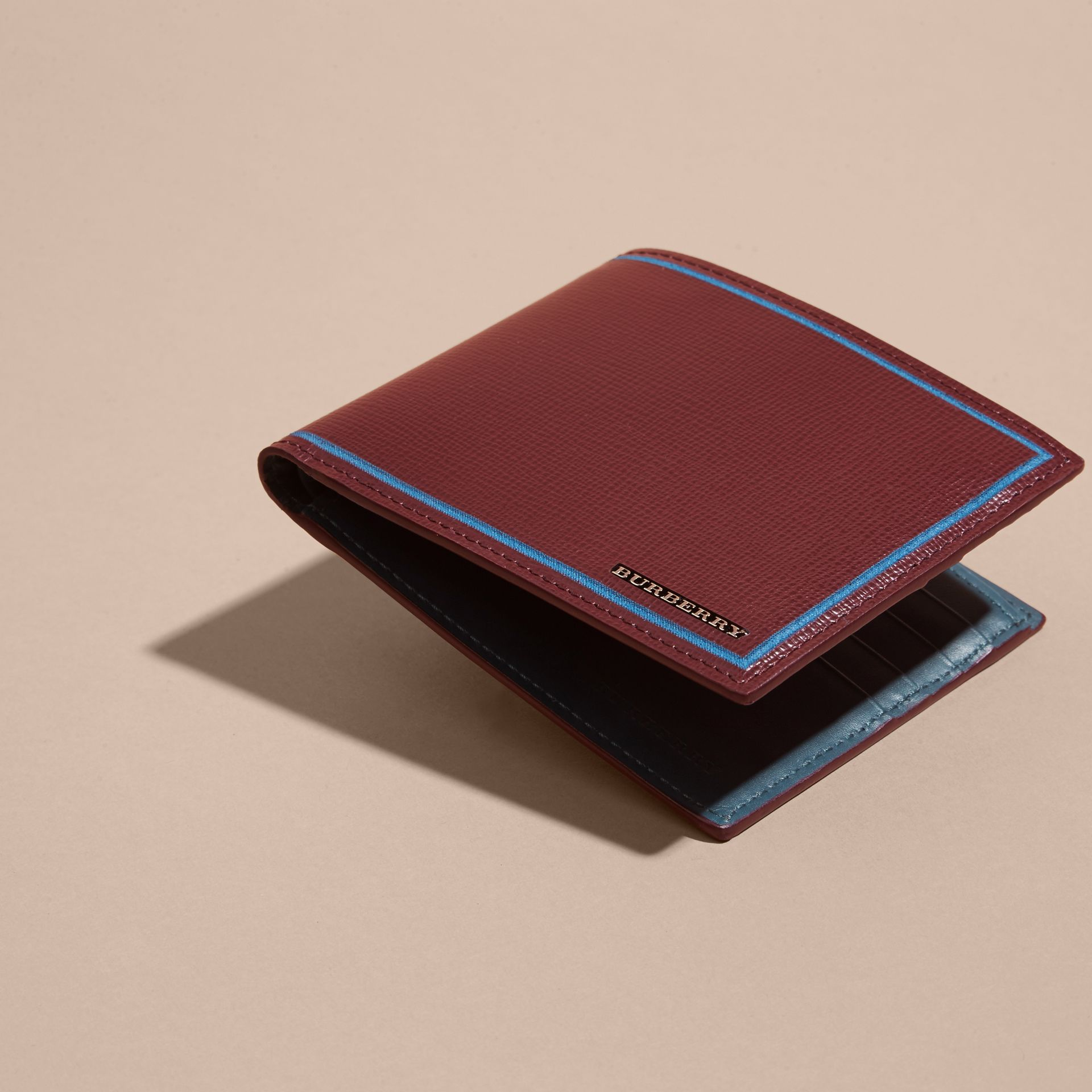 Burgundy red Border Detail London Leather Folding Wallet Burgundy Red - gallery image 4