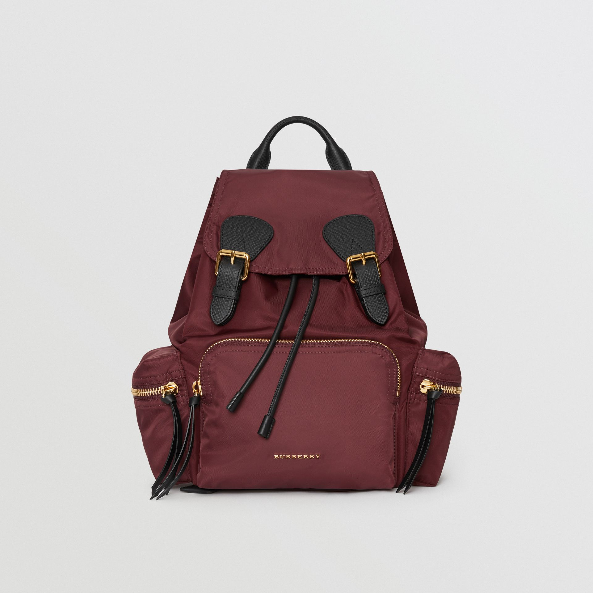 Sac The Rucksack moyen en nylon technique et cuir (Rouge Bourgogne) - Femme | Burberry Canada - photo de la galerie 0