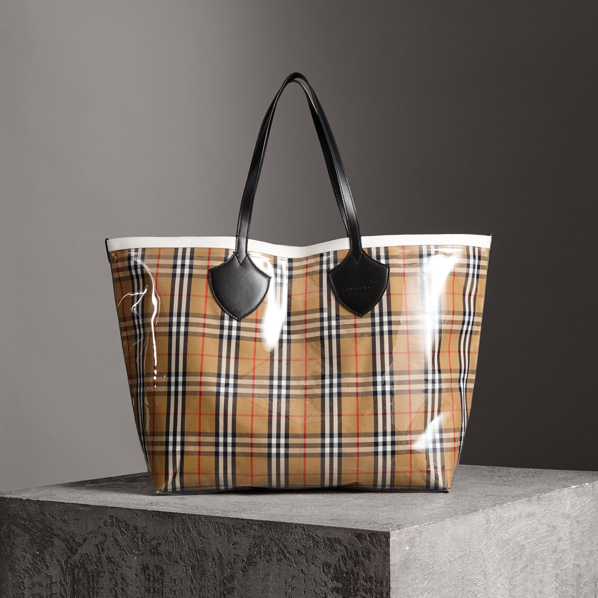 The Giant Tote in Plastic and Vintage Check in Antique Yellow/white - Women | Burberry United Kingdom - gallery image 0