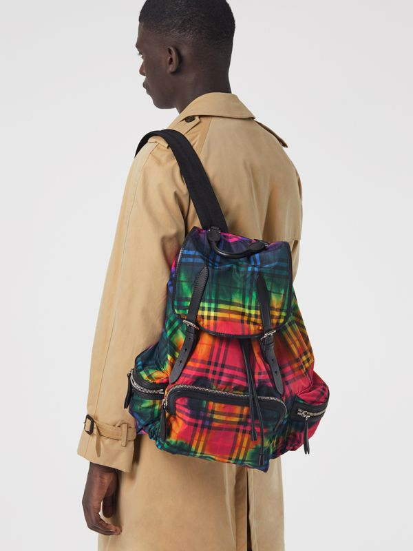 The Large Rucksack in Tie-dye Vintage Check in Multicolour | Burberry Singapore - cell image 3