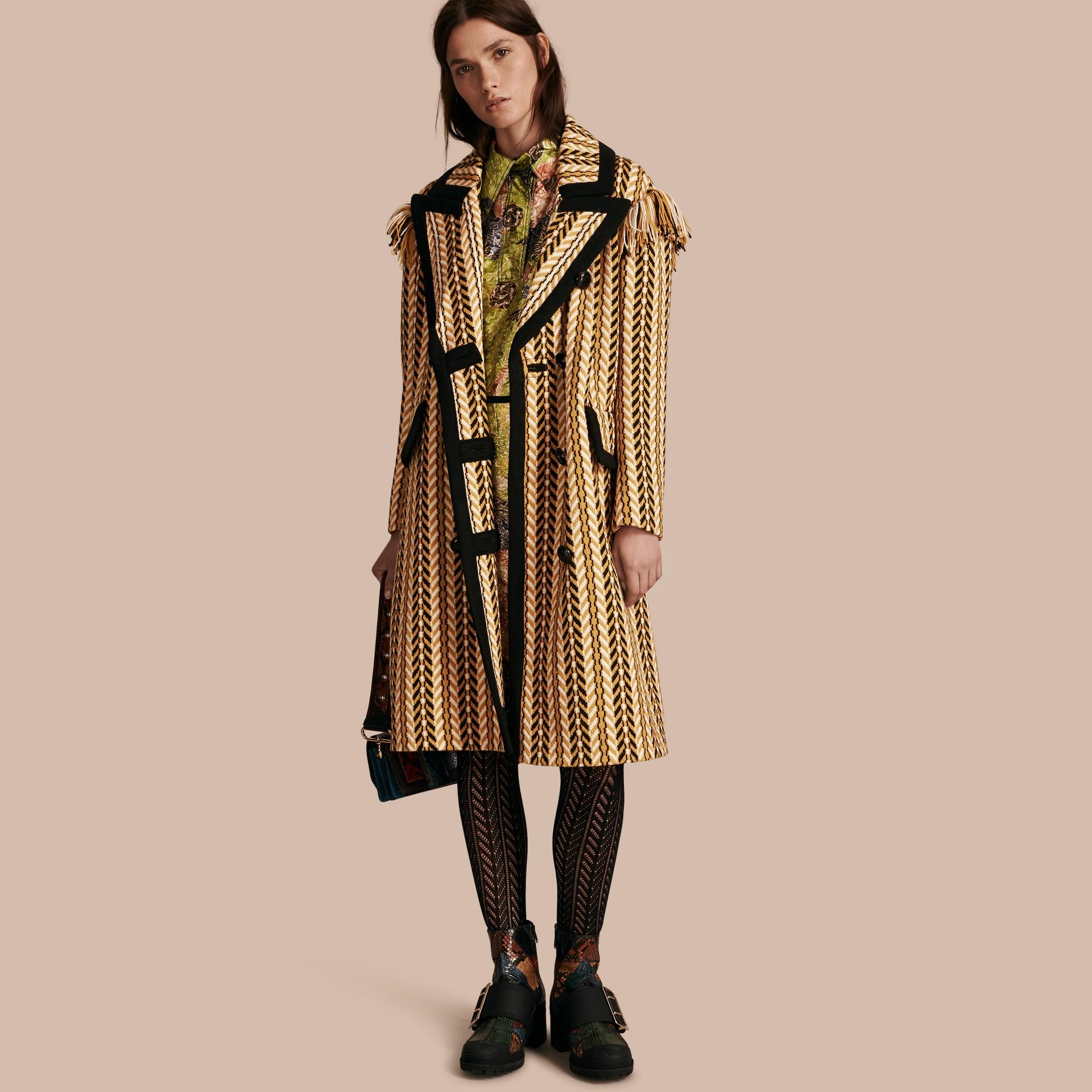 Giallo ocra Il cappotto frangiato - immagine della galleria 1