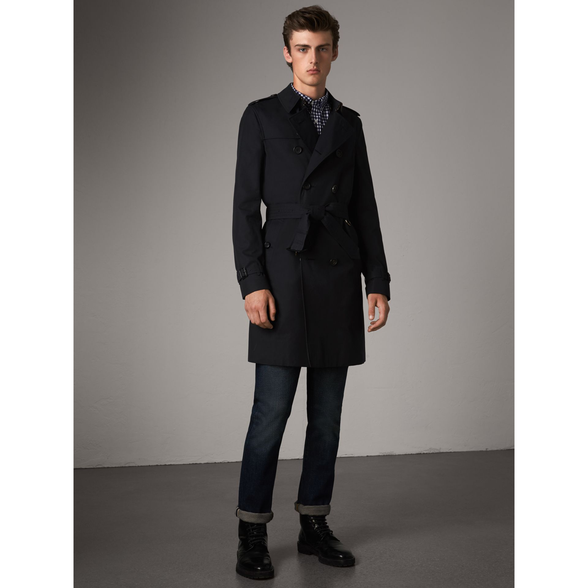 The Chelsea – Long Trench Coat in Navy - Men | Burberry Singapore - gallery image 7