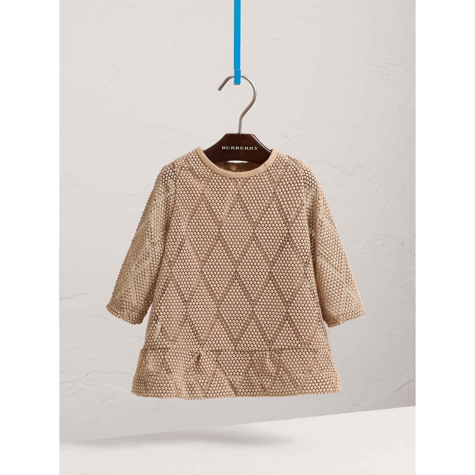 Robe trapèze en macramé de dentelle à motif losange (Rose Platiné Pâle) | Burberry Canada - photo de la galerie 0