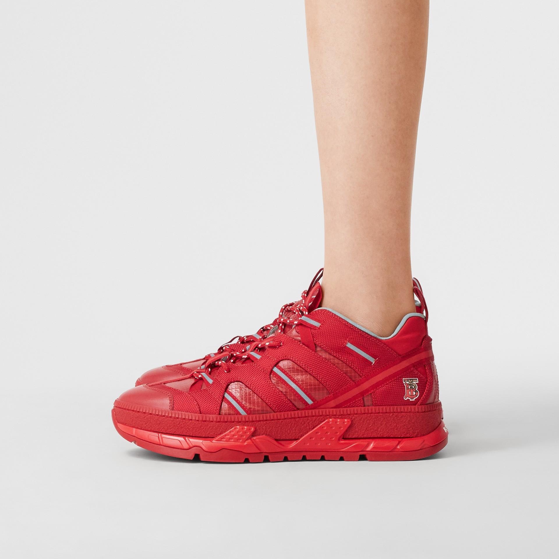 尼龍和皮革 Union 運動鞋 (亮紅色) - 女款   Burberry - 圖庫照片 2