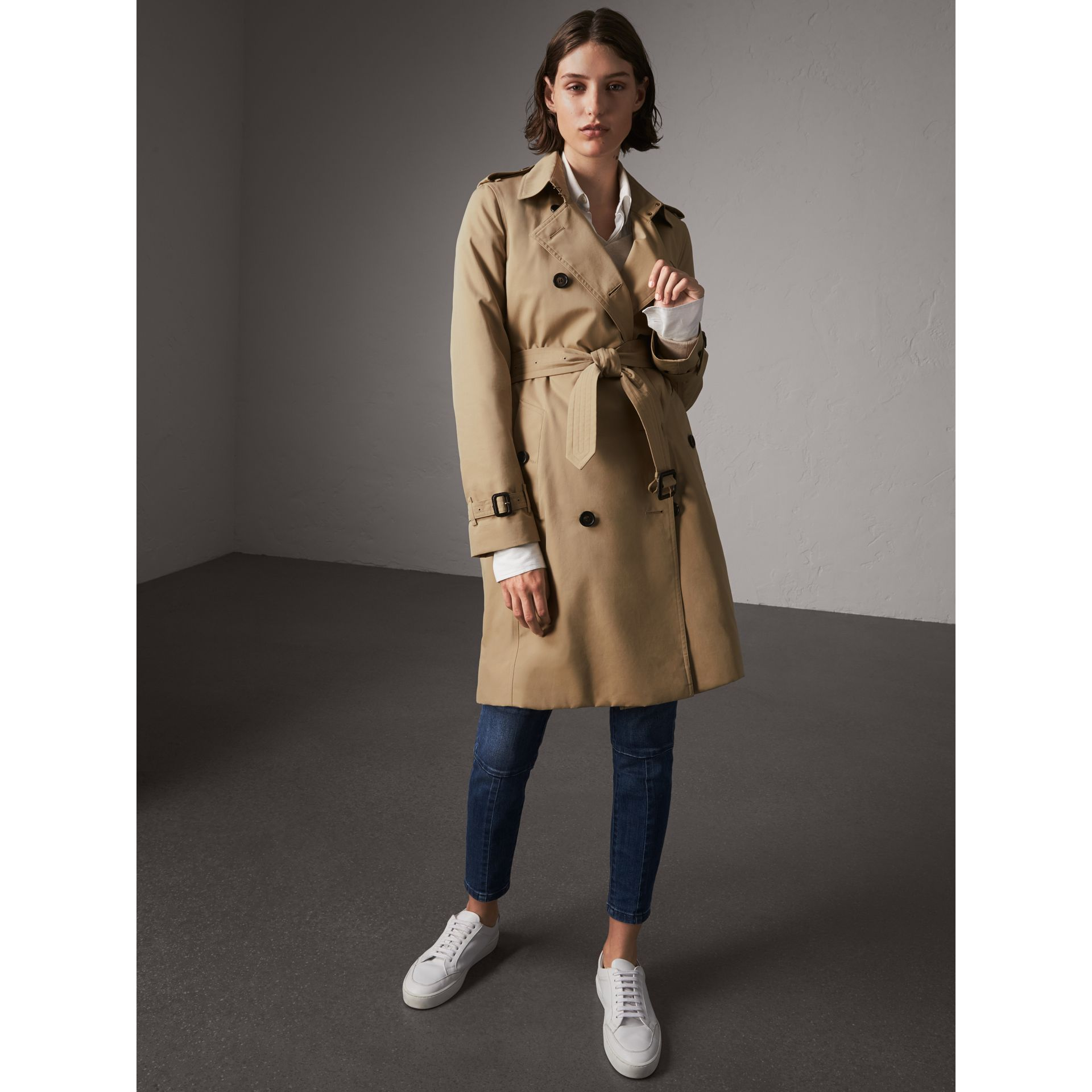 The Kensington – Long Trench Coat in Honey - Women | Burberry Canada - gallery image 6