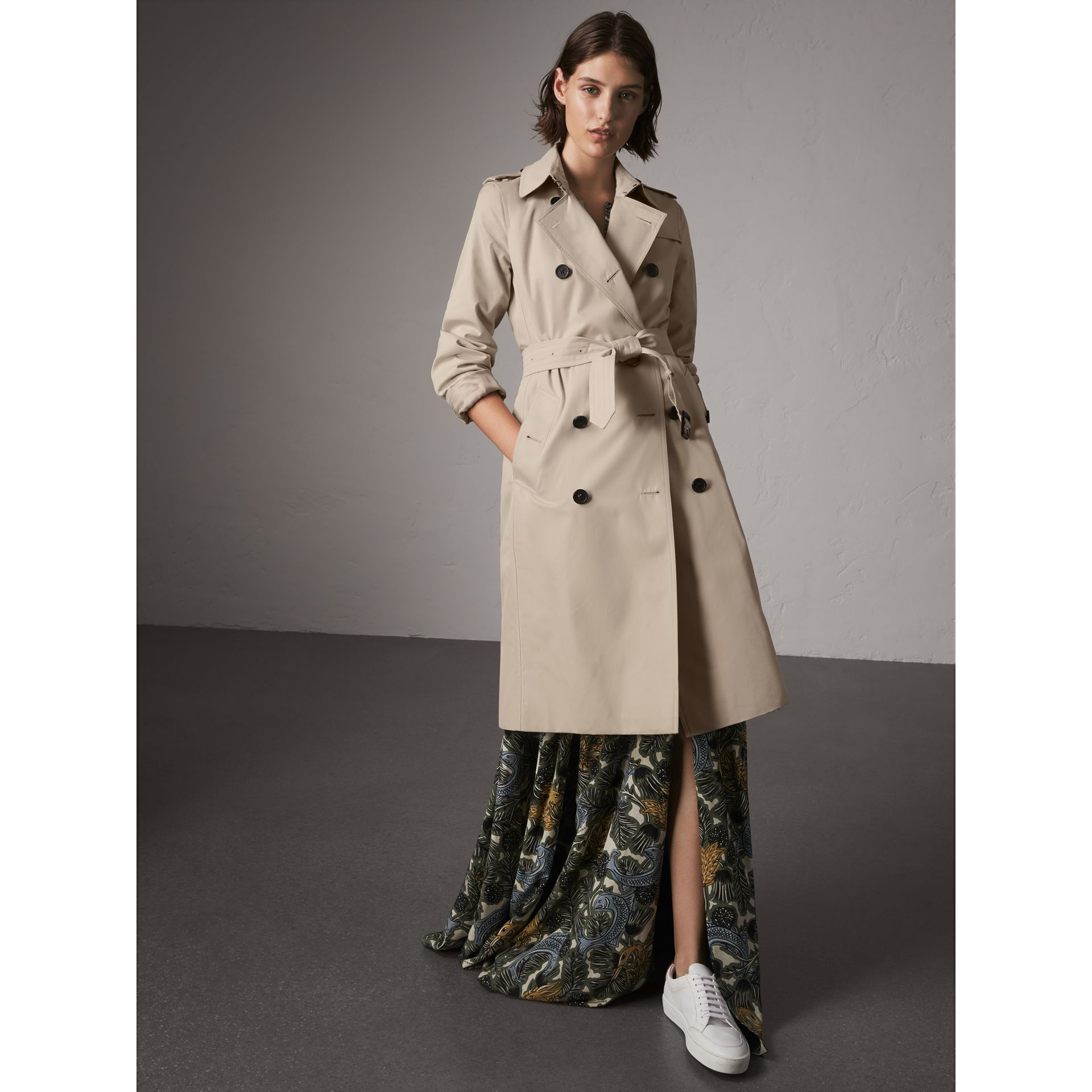 The Kensington – Extra-long Heritage Trench Coat in Stone - Women | Burberry - gallery image 7