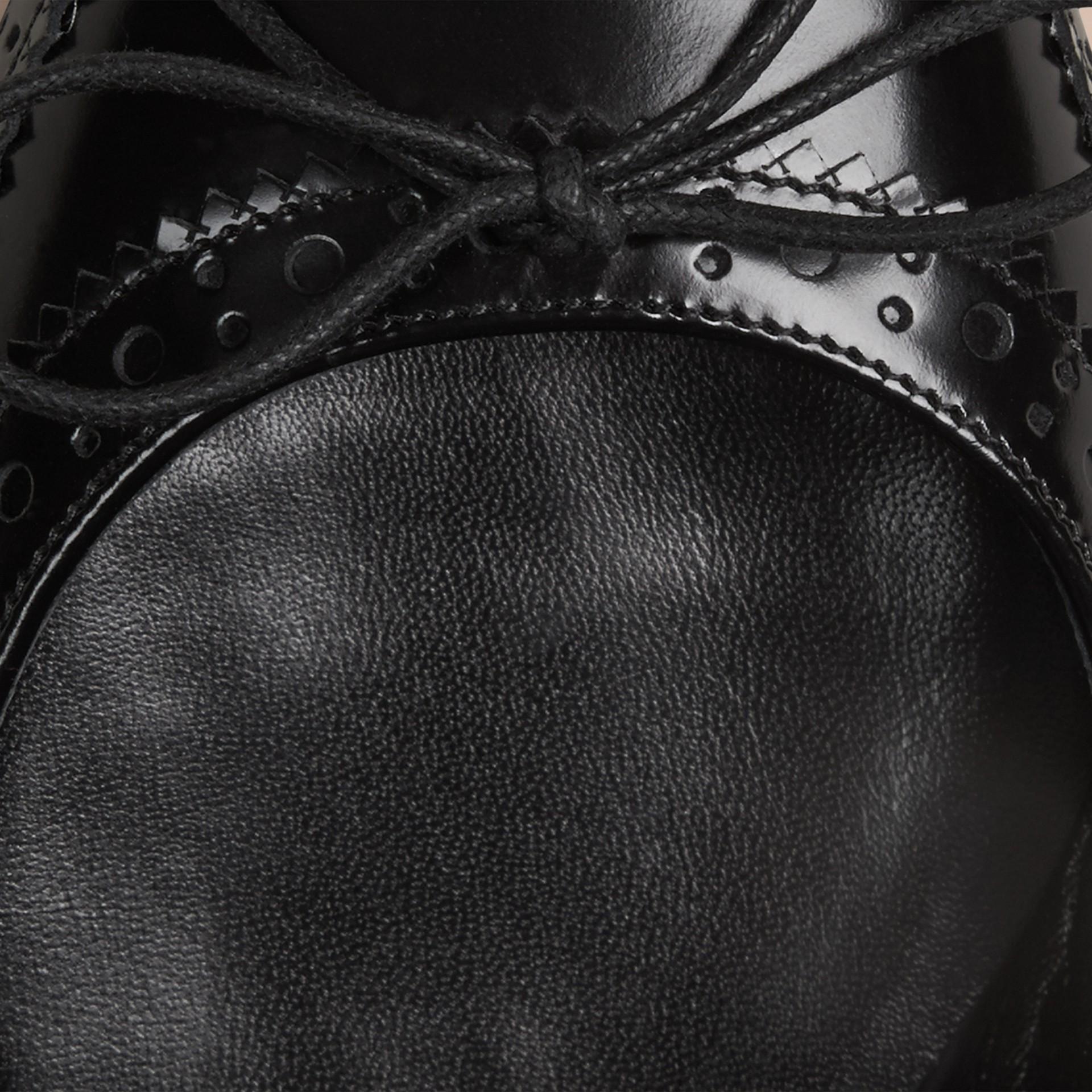 Schwarz Ballerinas aus Leder mit Brogue-Detail - Galerie-Bild 2
