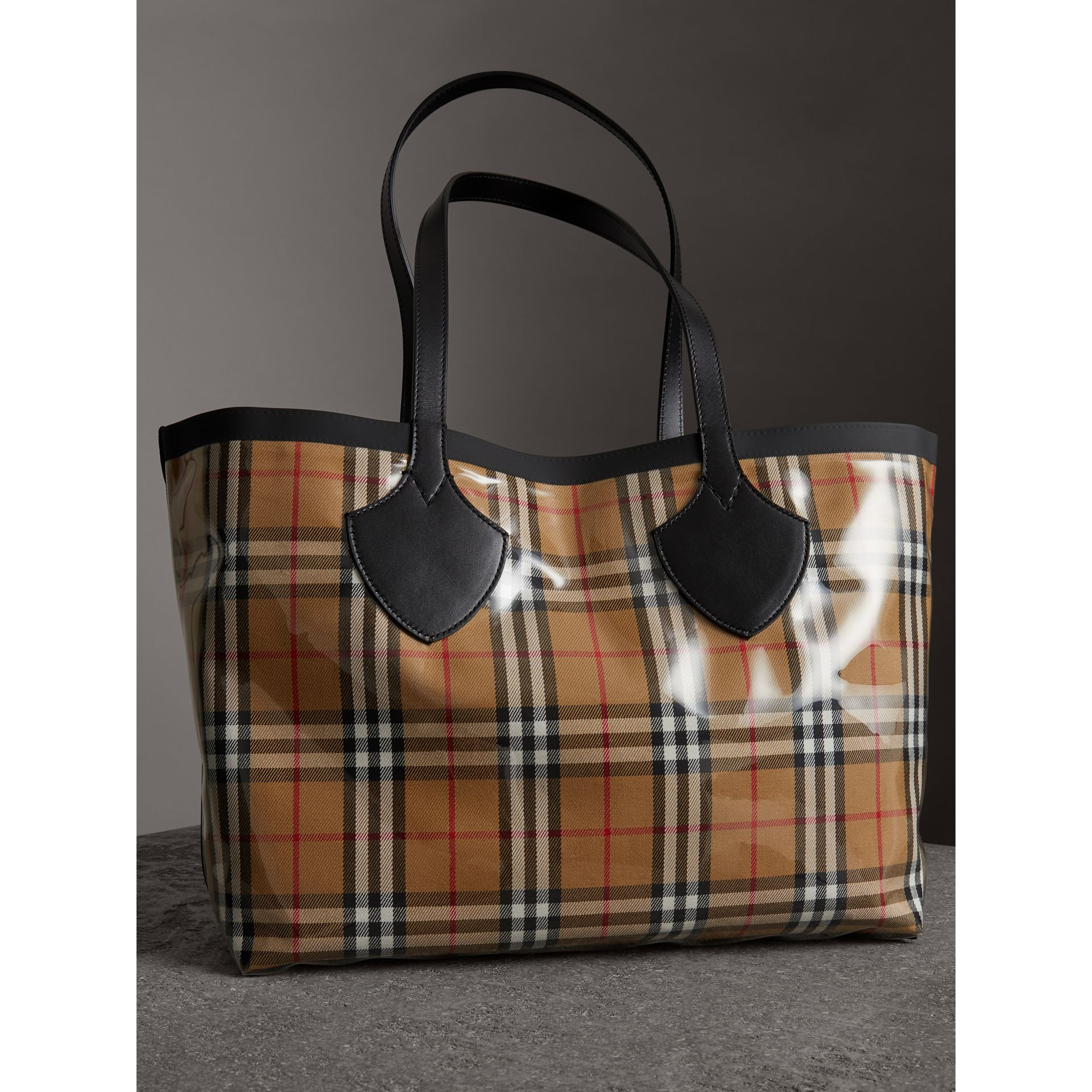 The Medium Giant Tote in Plastic and Vintage Check in Antique Yellow/black - Women | Burberry United Kingdom - gallery image 4