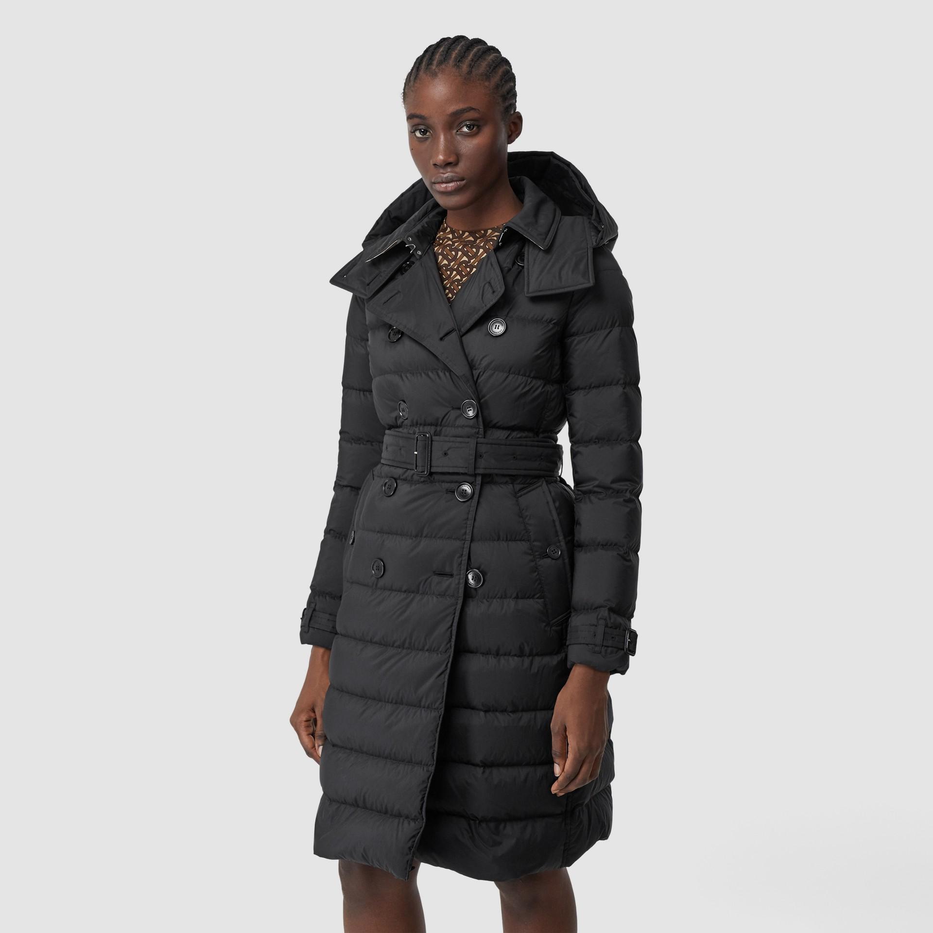 可拆式連帽羽絨大衣 (黑色) - 女款   Burberry - 圖庫照片 6