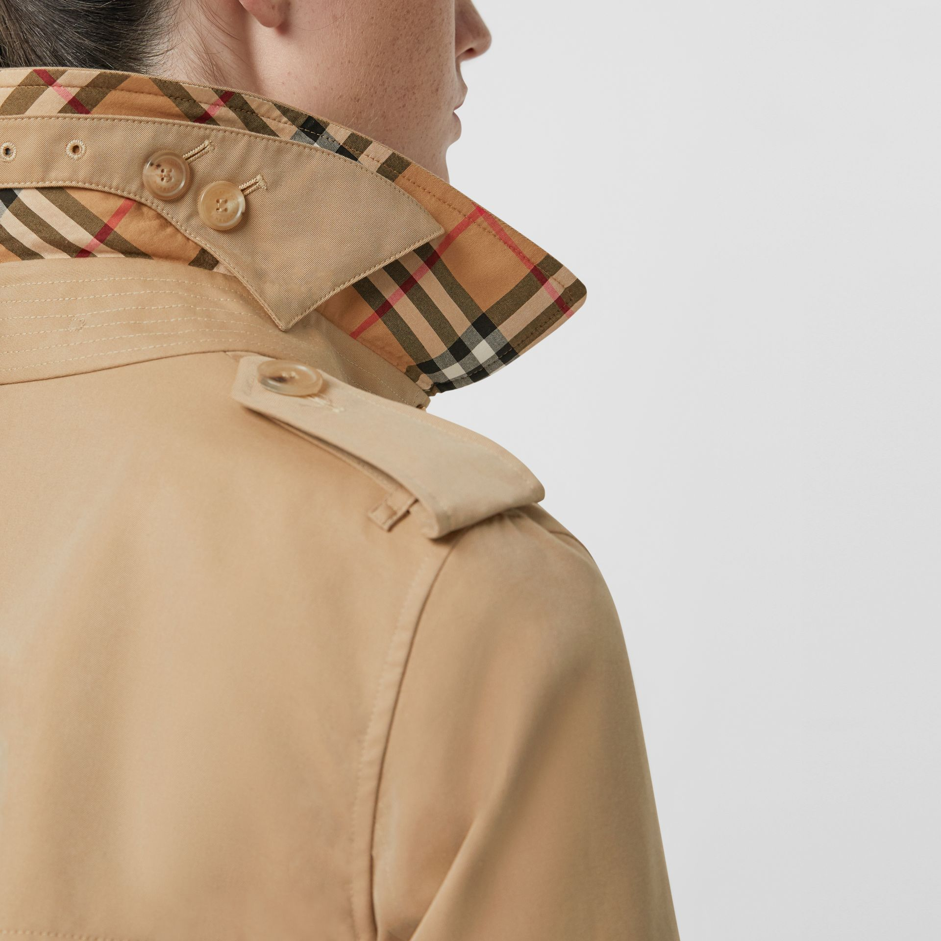 The Kensington Heritage Trench Coat in Honey - Women | Burberry - gallery image 5