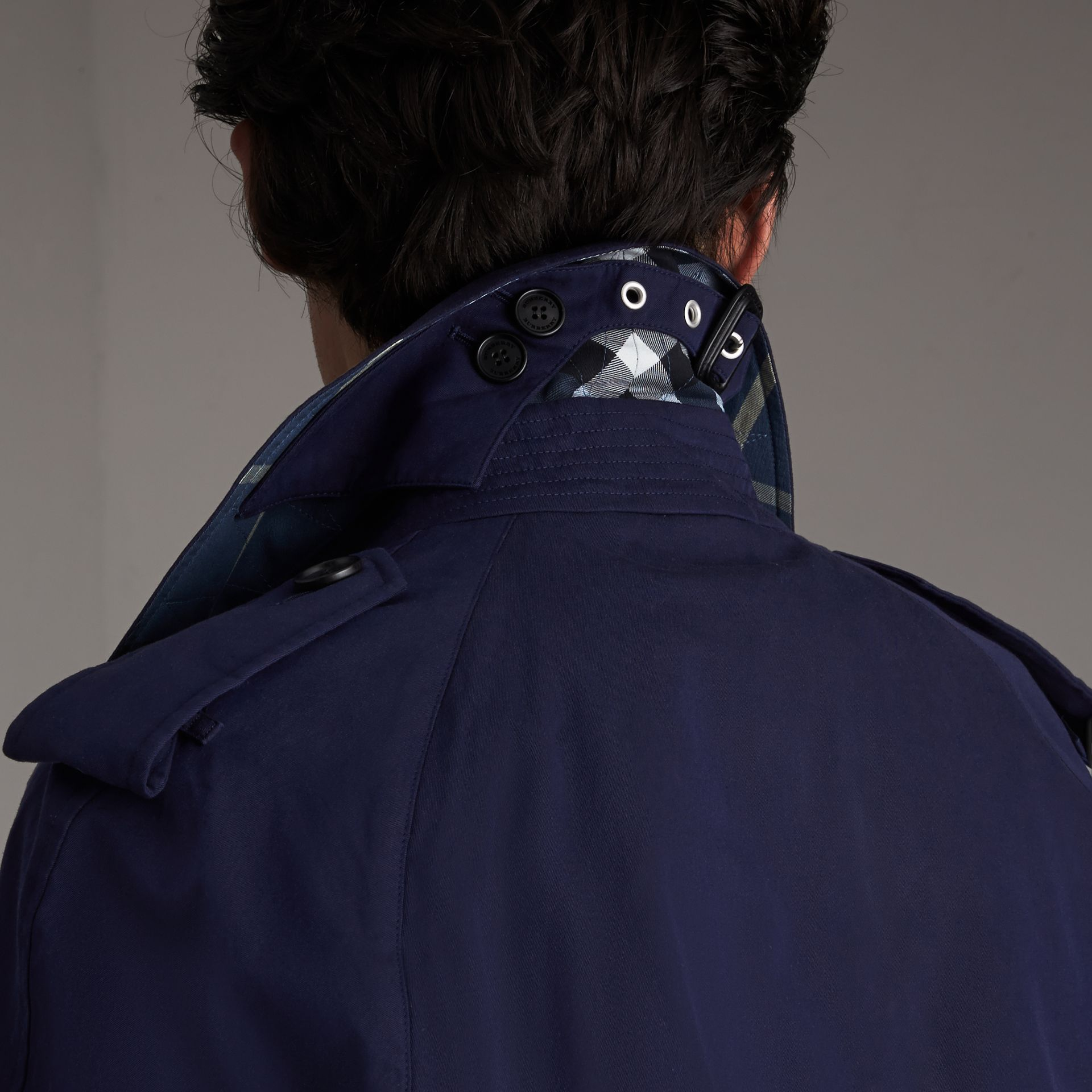 Unisex Tropical Gabardine Trench Jacket in Blueberry - Men | Burberry Hong Kong - gallery image 6