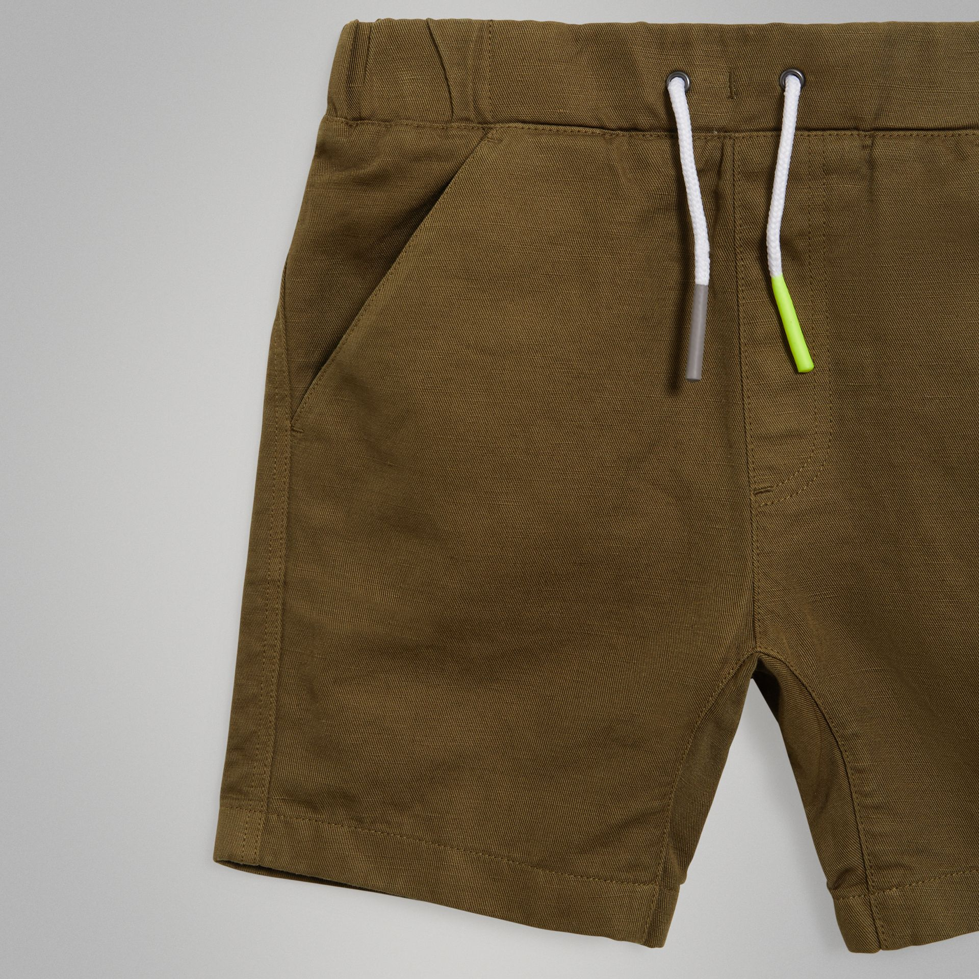 Drawcord Cotton Linen Twill Shorts in Olive | Burberry United Kingdom - gallery image 4