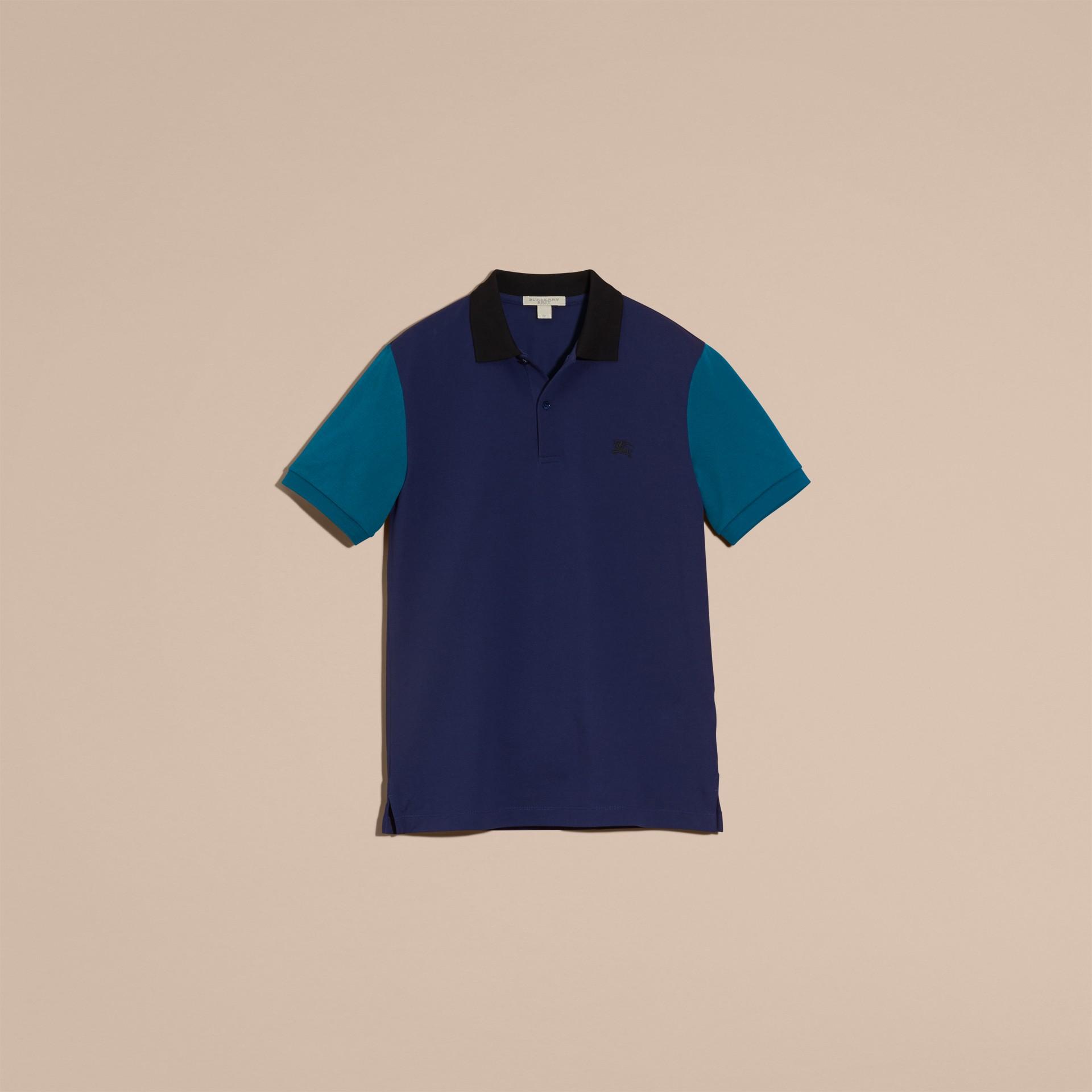 Indigo Camisa polo de algodão piquê com estampa colour block Indigo - galeria de imagens 4
