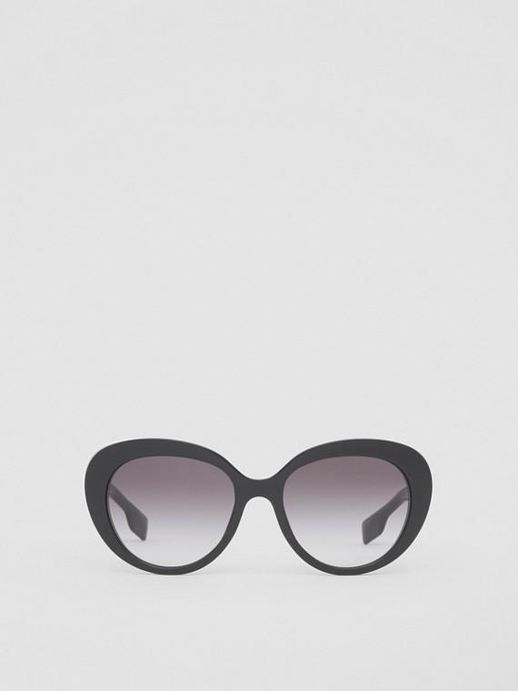 Gafas de sol con montura de ojo de gato y detalle de monogramas (Negro)