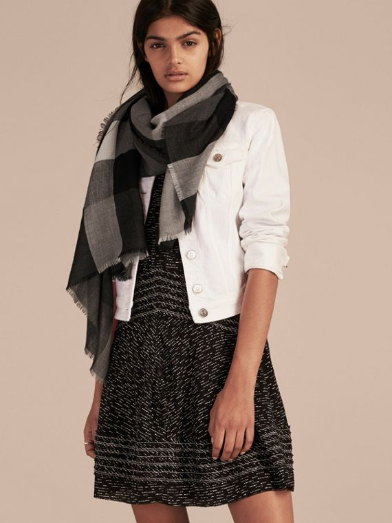 Charcoal The Lightweight Cashmere Scarf in Check Charcoal - cell image 2