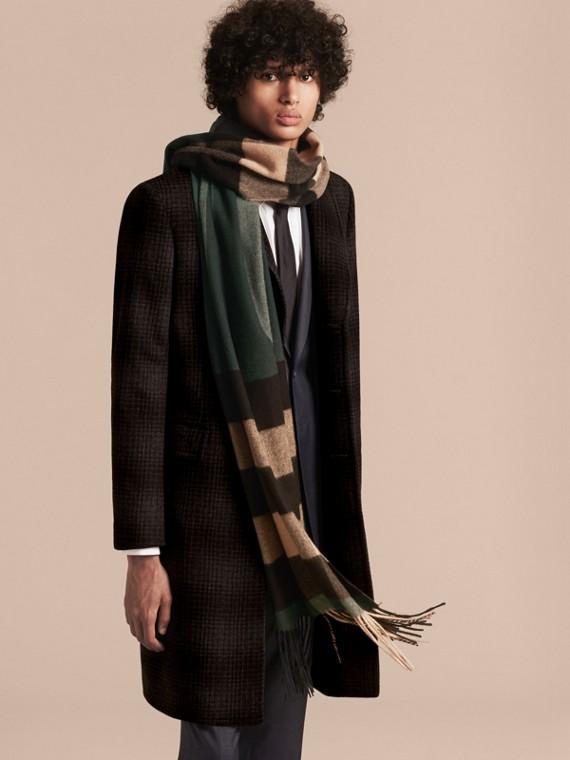 Verde scuro/cammello Sciarpa in cashmere con motivo check oversize Verde Scuro/cammello - cell image 2