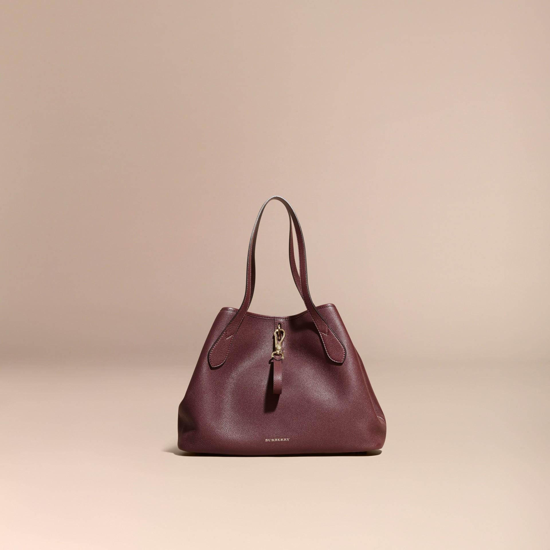 Rouge acajou Sac tote medium en cuir grené Rouge Acajou - photo de la galerie 8