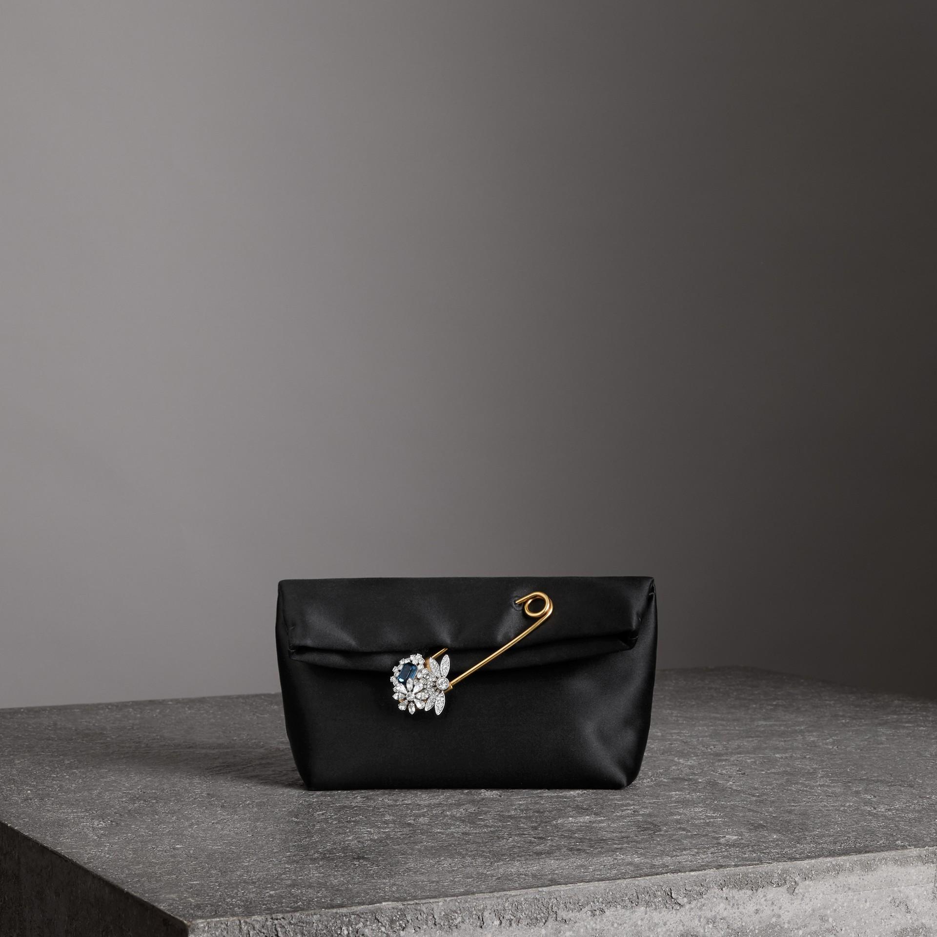 Атласная сумка Pin Clutch, компактный размер (Черный) - Для женщин | Burberry - изображение 0