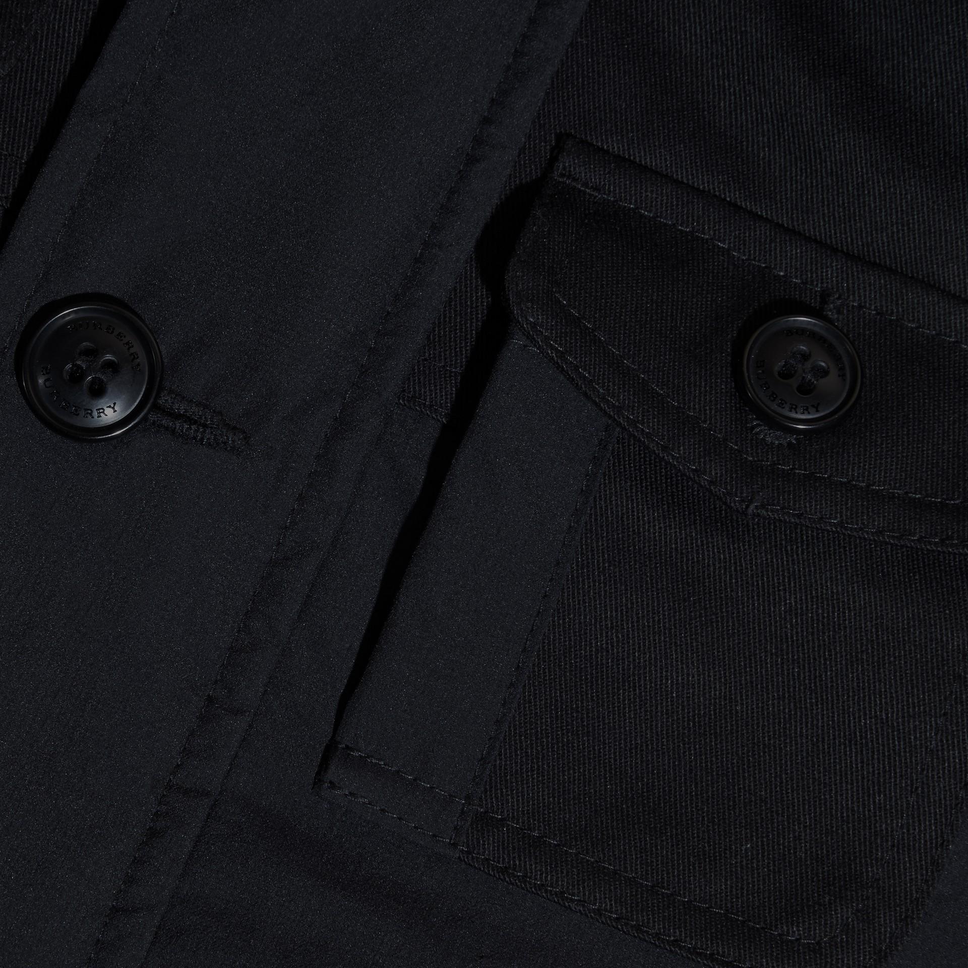 Schwarz Jacke aus technischer Faser mit abnehmbarer Kapuze - Galerie-Bild 2