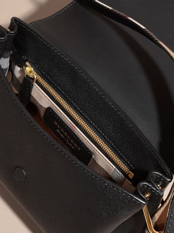 The Buckle Crossbody Bag in Leather Black - cell image 3