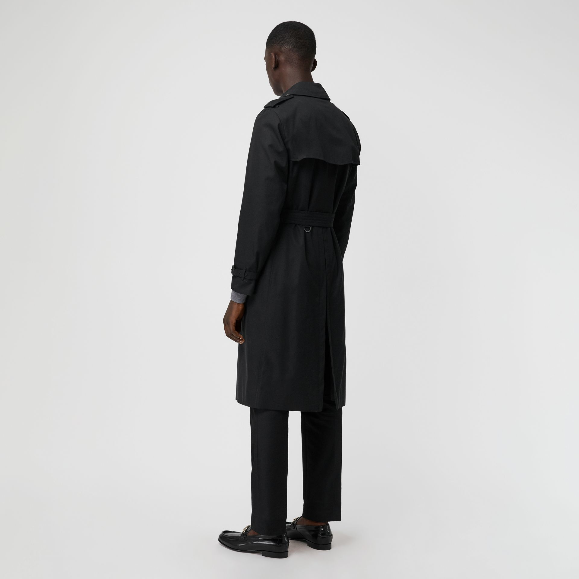 The Long Kensington Heritage Trench Coat in Black - Men | Burberry - gallery image 2