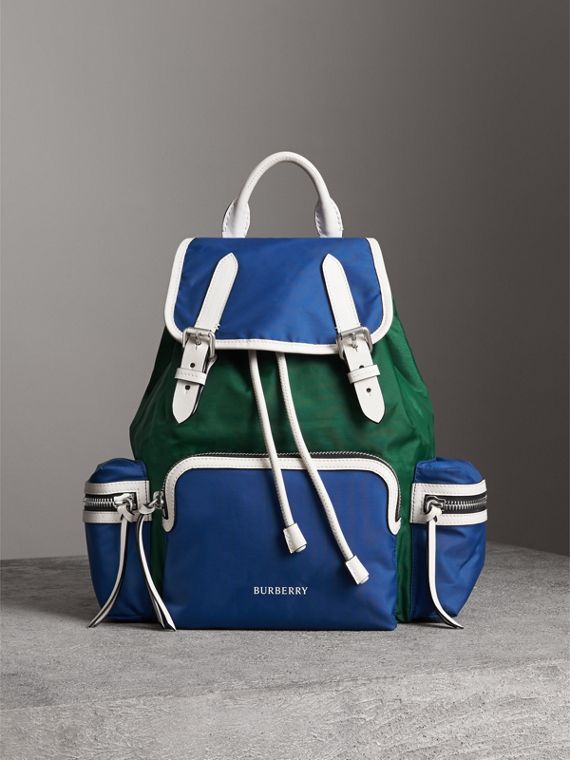 The Medium Rucksack aus Nylon und Leder im Colour-Blocking-Design (Dunkles Canvasblau)