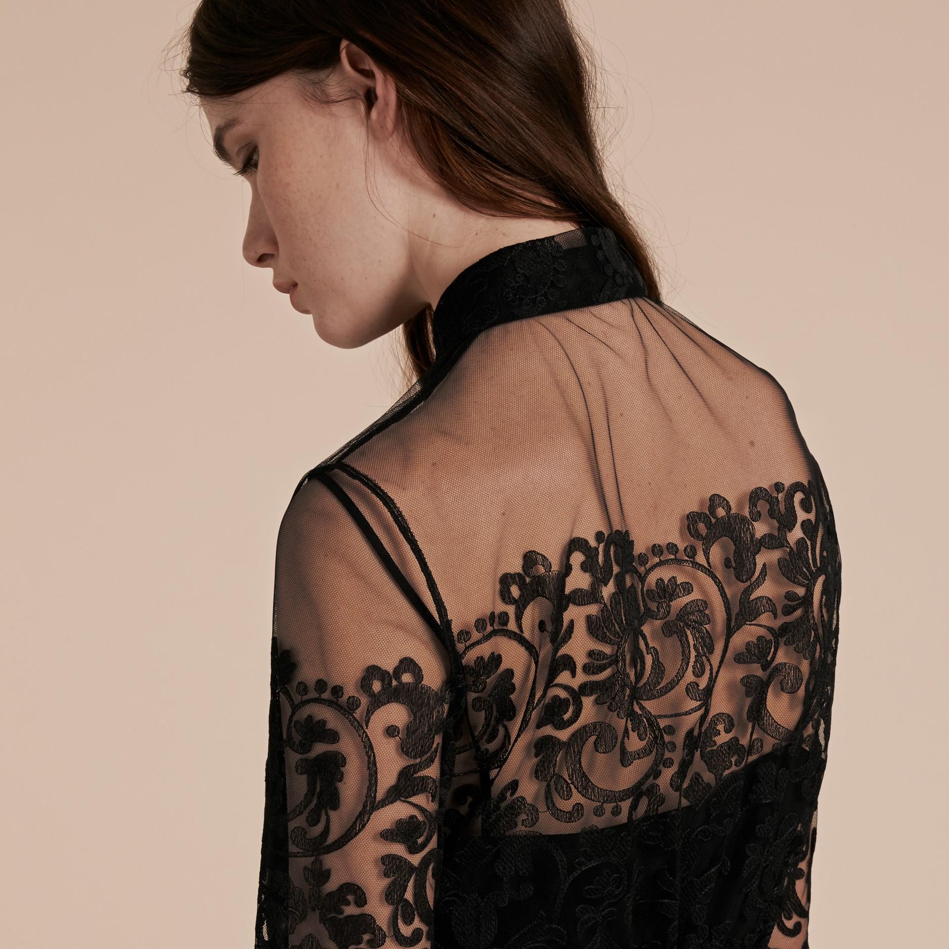 Noir Robe chemise en dentelle - photo de la galerie 6