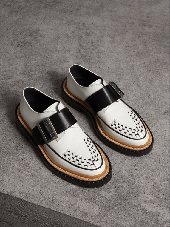 Buckle Detail Woven-toe Leather Shoes in Off White