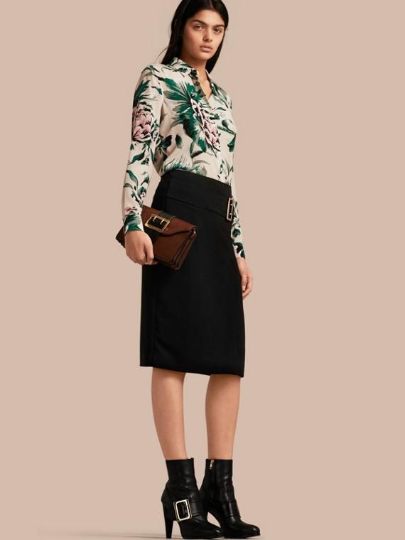束帶細節設計科技布料伸縮窄裙