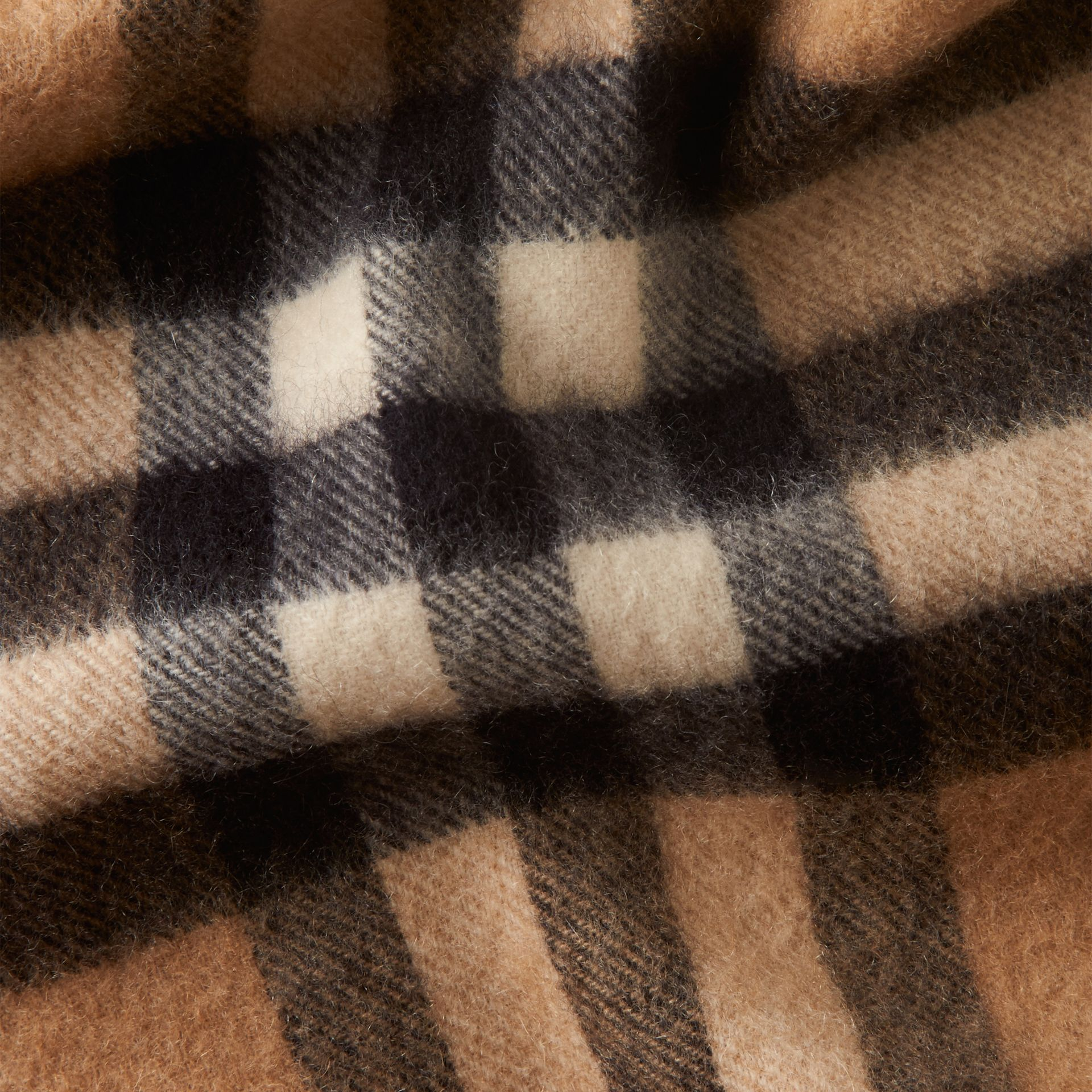 Check cammello Sciarpa classica mini in cashmere con motivo tartan Check Cammello - immagine della galleria 4