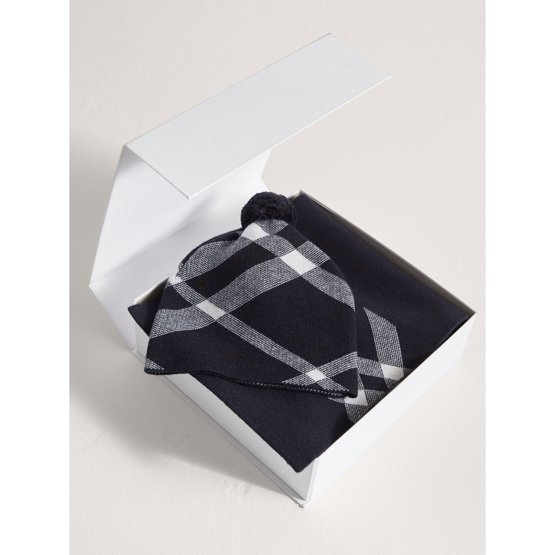 Check Cotton Cashmere Two-piece Gift Set in Navy | Burberry - gallery image 2