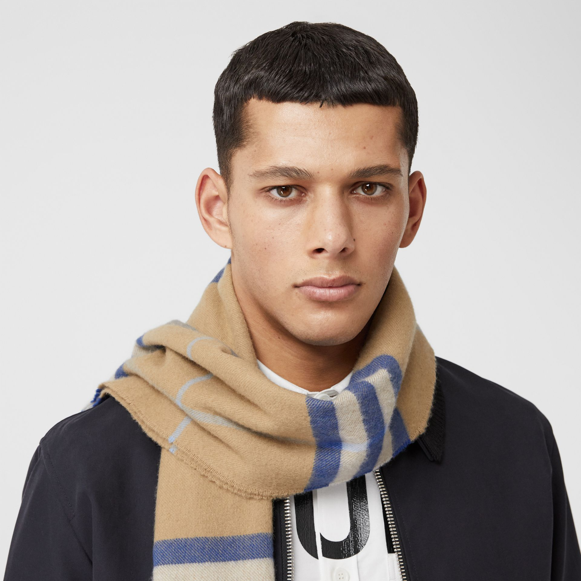 The Classic Check Cashmere Scarf in Arc Beige/inky Blue | Burberry Canada - gallery image 3