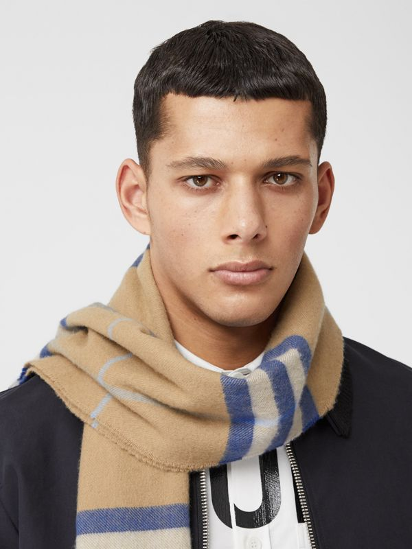 The Classic Check Cashmere Scarf in Arc Beige/inky Blue | Burberry Canada - cell image 3