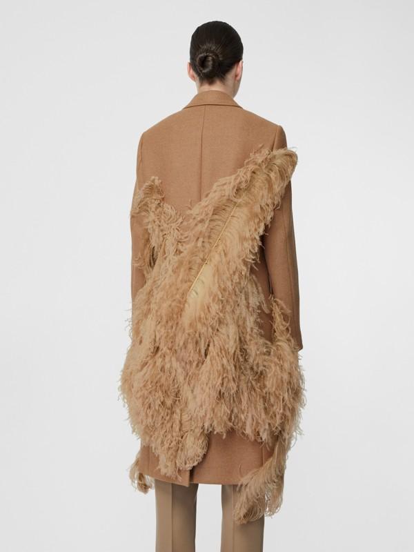 Abrigo de vestir en pelo de camello con detalle de plumas (Cámel) - Mujer | Burberry - cell image 2