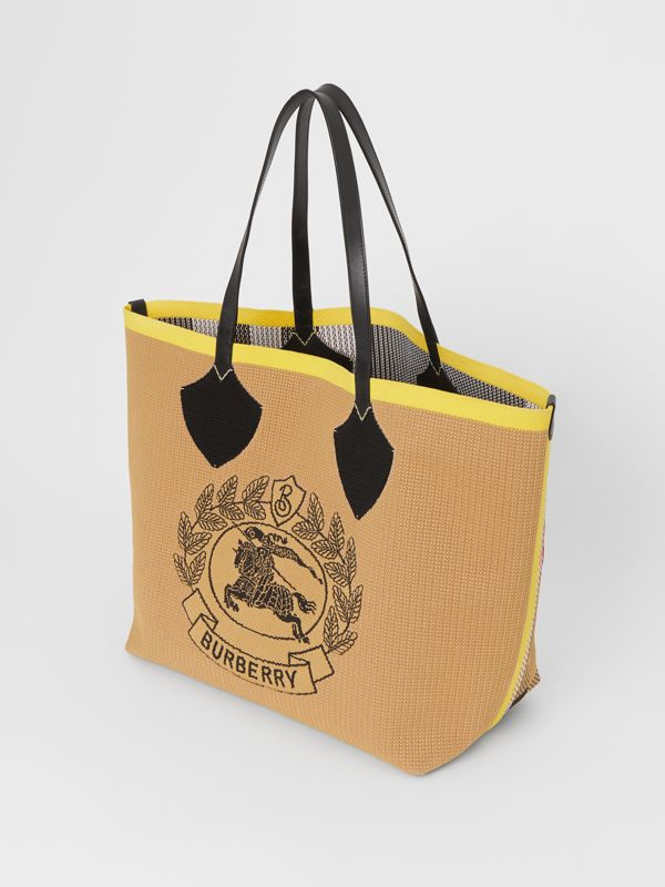 The Giant Tote in Knitted Archive Crest in Black/iris Yellow | Burberry Australia - cell image 3