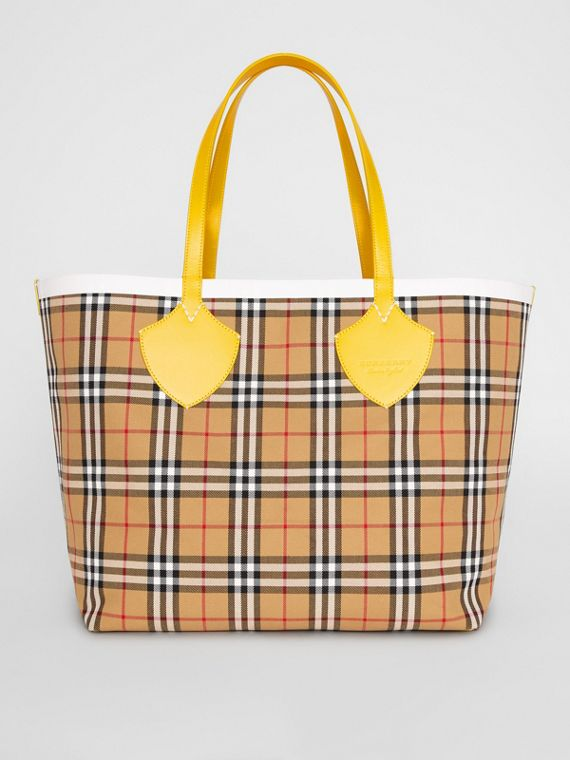 The Giant Reversible Tote in Vintage Check in Yellow/chalk White
