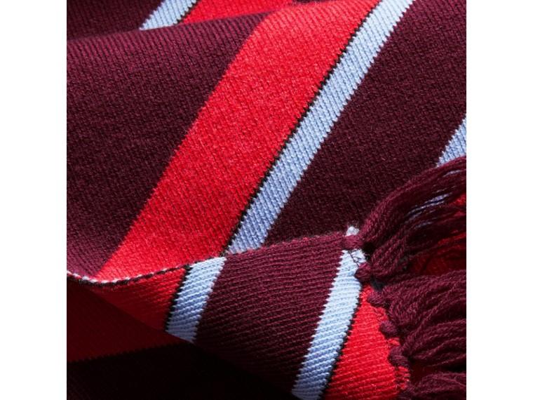Sciarpa in lana e cashmere con motivo a righe in tre tonalità (Borgogna) | Burberry - cell image 1