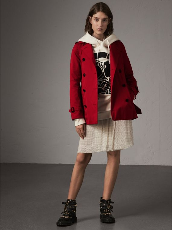 The Kensington – Short Heritage Trench Coat in Parade Red