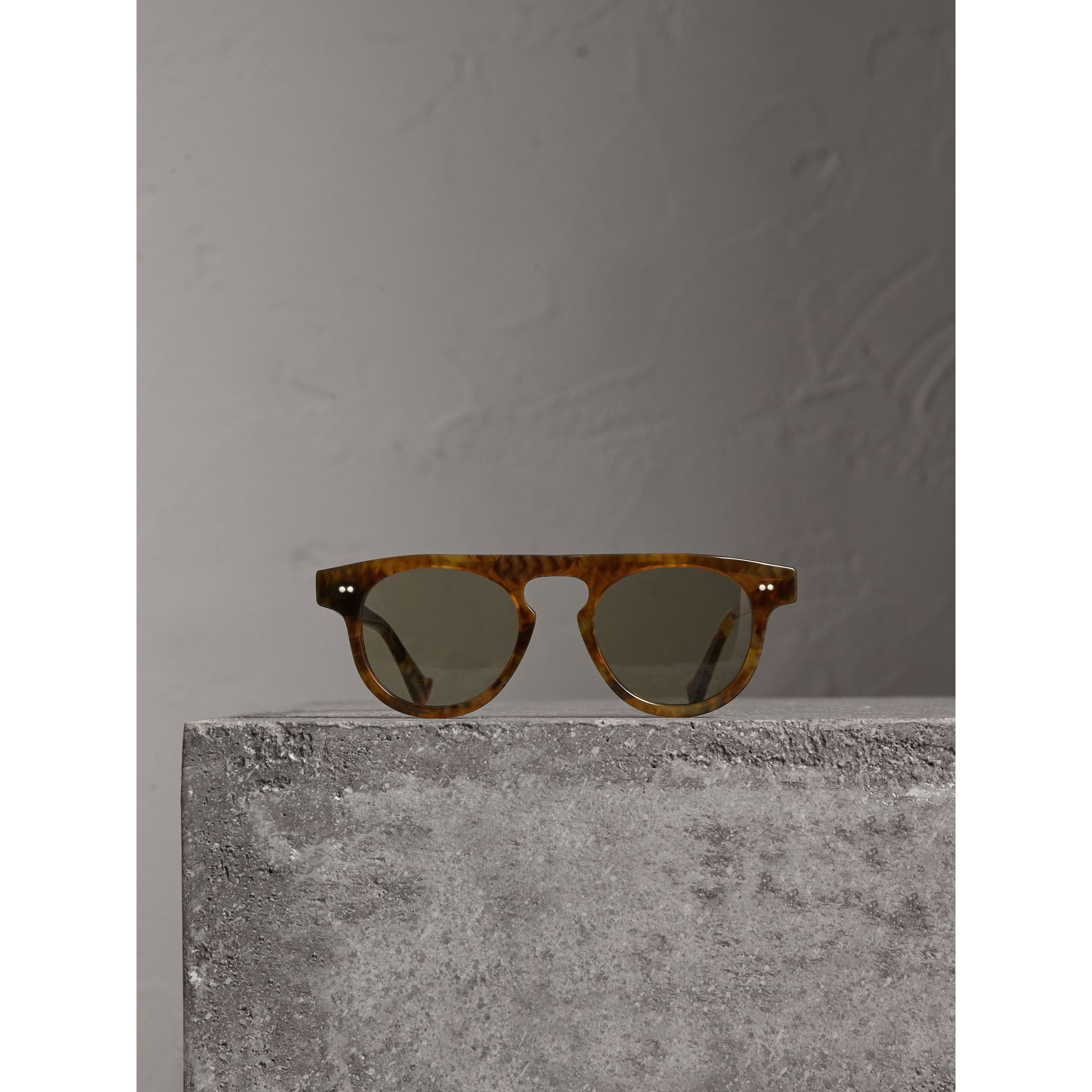 The Keyhole Round Frame Sunglasses in Vintage Tortoiseshell/brown | Burberry Canada - gallery image 3