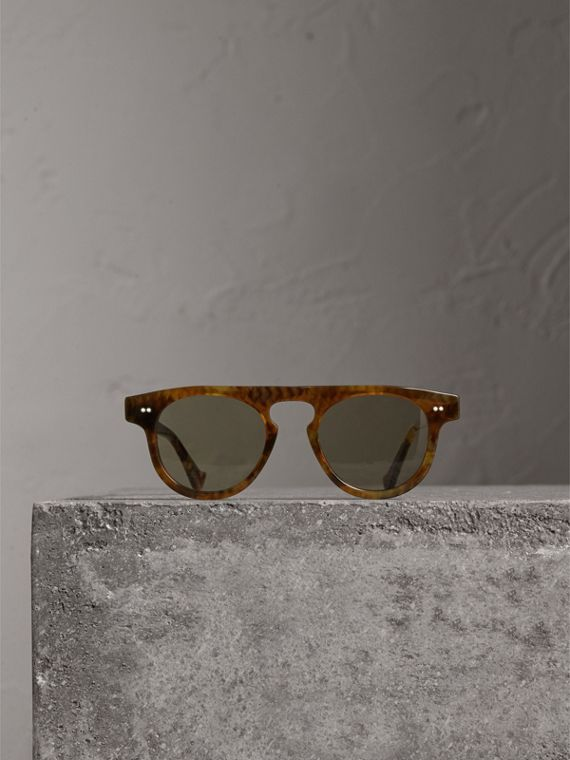 The Keyhole Round Frame Sunglasses in Vintage Tortoiseshell/brown | Burberry United States - cell image 3