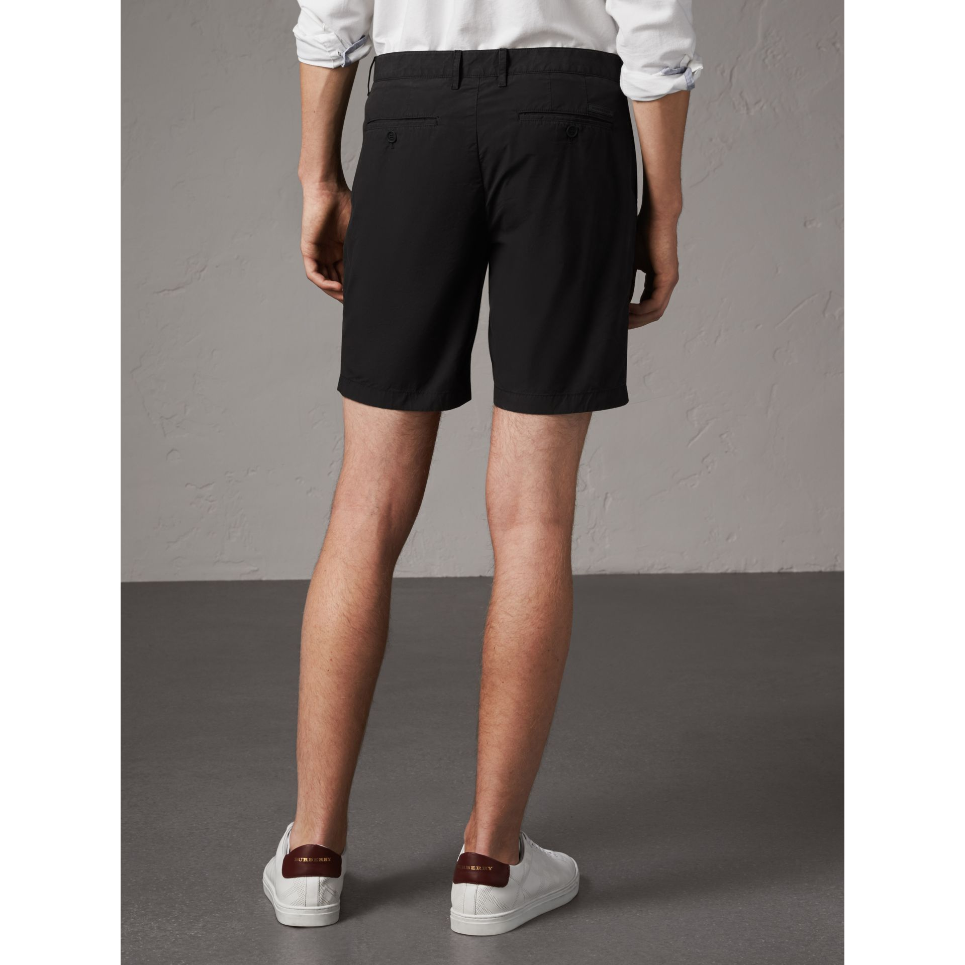 Short chino en popeline de coton (Noir) - Homme | Burberry - photo de la galerie 3