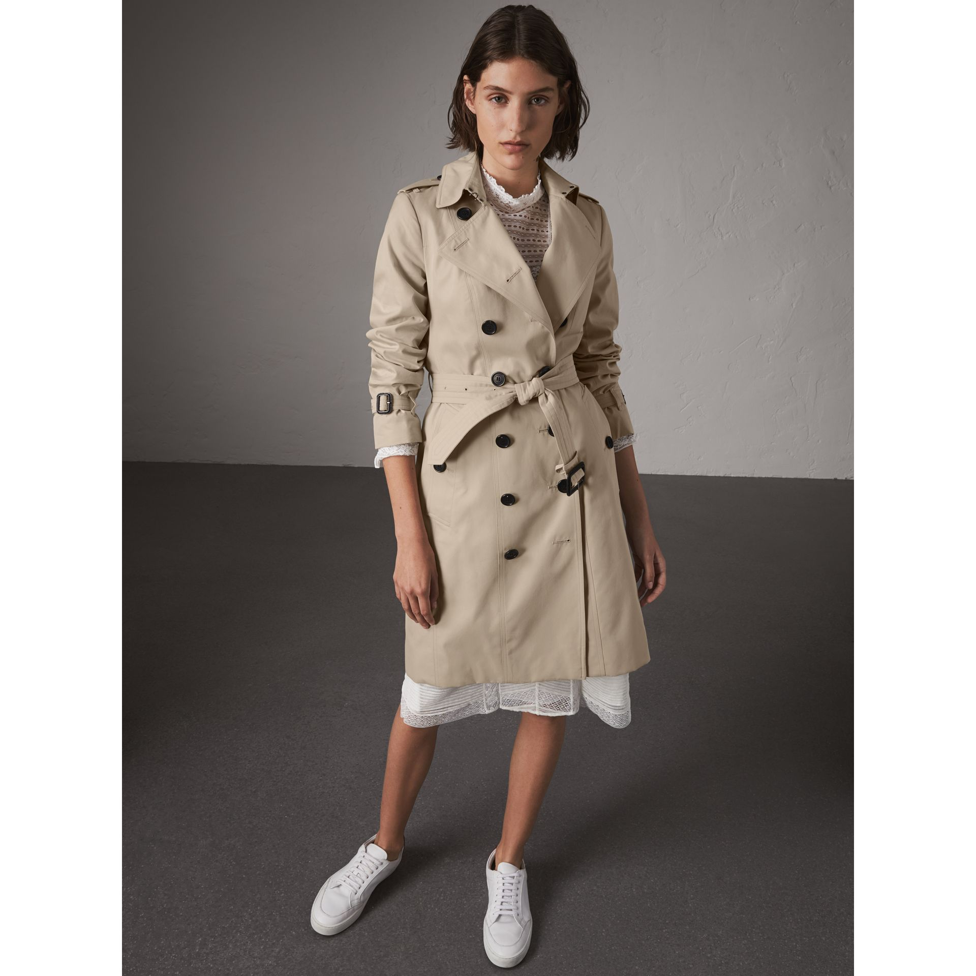 The Sandringham – Long Trench Coat in Stone - Women | Burberry United Kingdom - gallery image 7