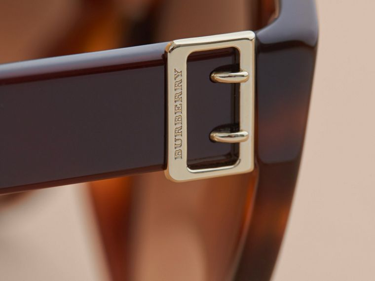 Buckle Detail Round Frame Sunglasses in Tortoise Green - Women | Burberry Hong Kong - cell image 1