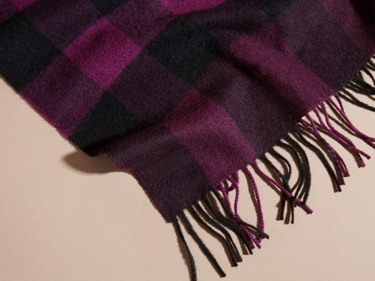 Aubergine The Large Classic Cashmere Scarf in Check Aubergine - cell image 4