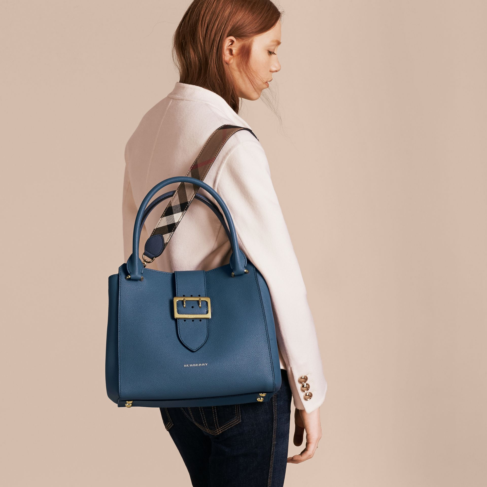 The Medium Buckle Tote in Grainy Leather in Steel Blue - Women | Burberry Australia - gallery image 4