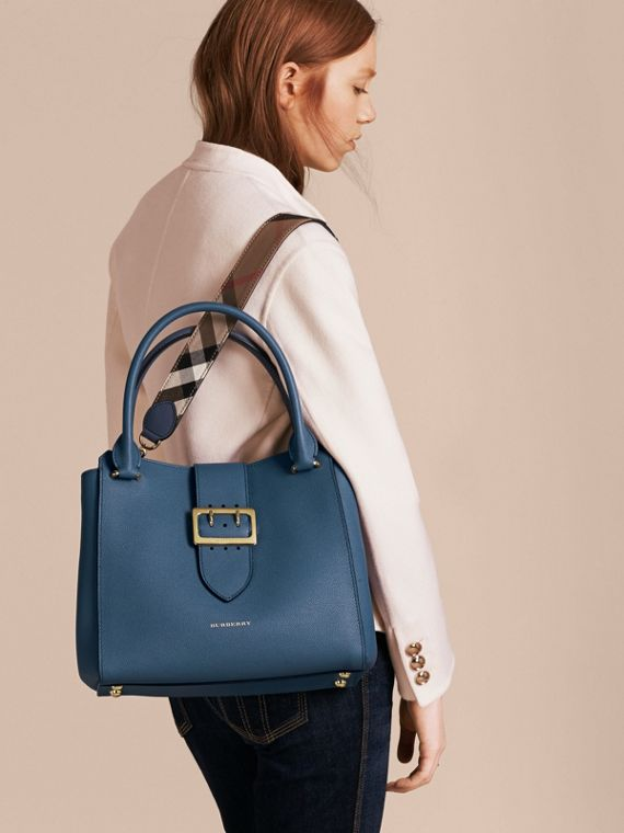 The Medium Buckle Tote in Grainy Leather in Steel Blue - Women | Burberry Australia - cell image 3